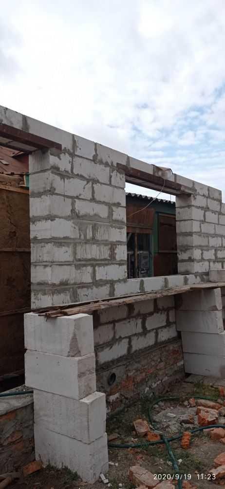 Стена стоит без крыши