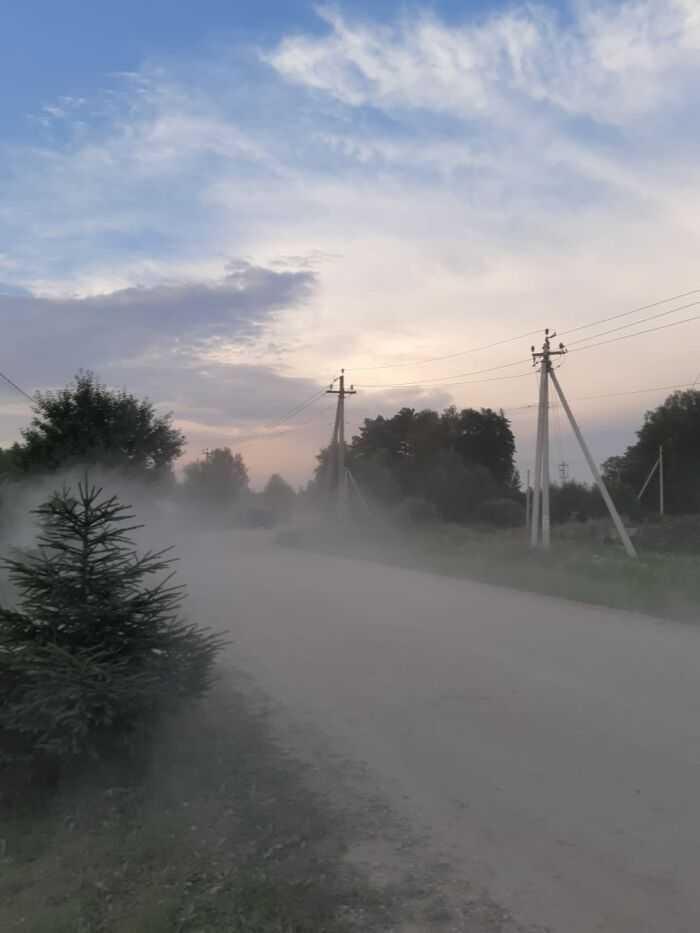 Известковая пыль от дорожного полотна в непосредственной близости от жилых домов