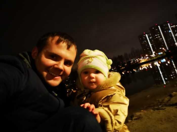 Отец и дочь. Сейчас ей 2,5г.