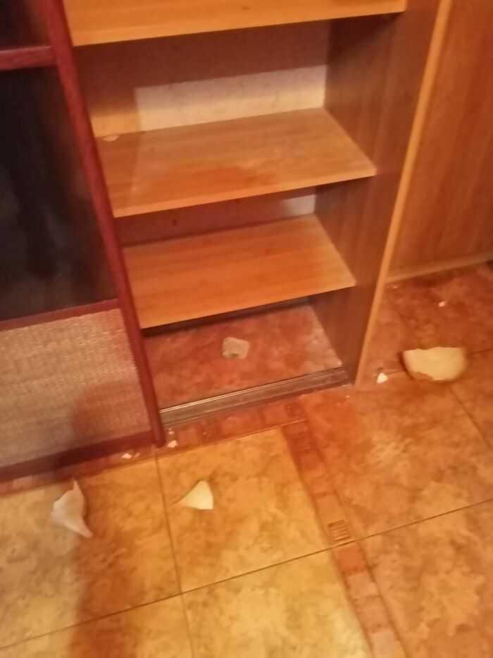 Сломанный шкаф